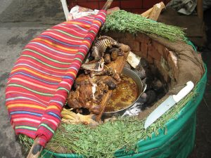 Pachamanca, plato típico de la cocina andina de Perú.