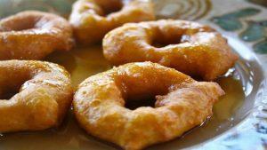 Los picarones son a base de harina de maíz, zapallo y camote.