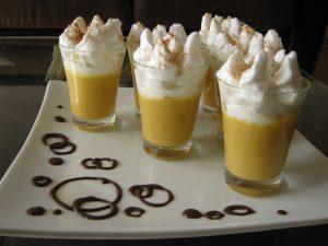 El suspiro a la limeña es un postre tradicional de Perú.