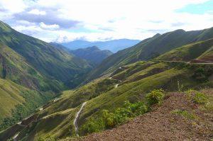 Carretera de ruta Cajamarca-Chachapoyas