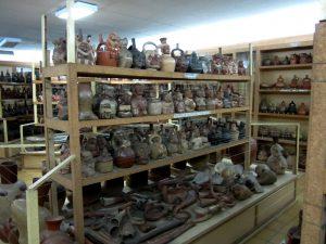 Piezas de cerámica exhibidas en el Museo de Arqueología José Cassinelli Mazzei.